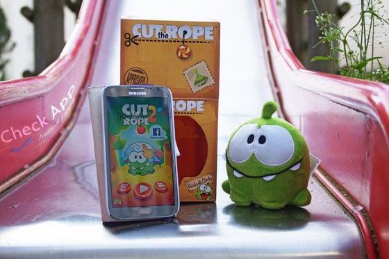 Cut_The_Rope_2_App_Android_iPhone_Check_Titelbild_Rutsche_und_Om_Nom